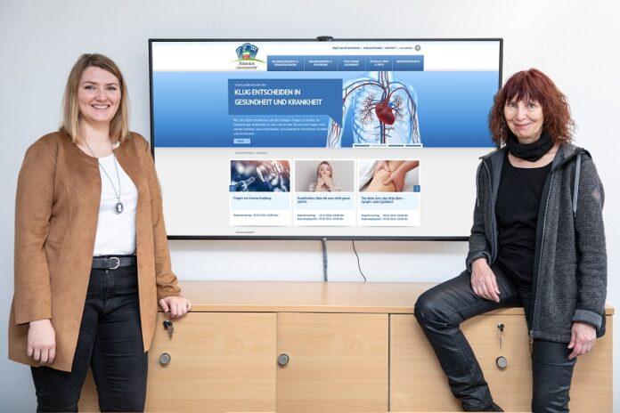 Professorin Dierks (rechts) und Anabel Bornemann vom Team der Patientenuniversität.