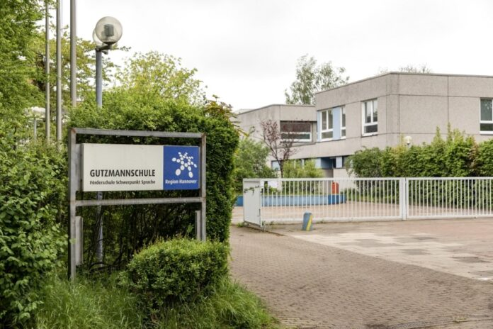 Schild Gutzmannschule