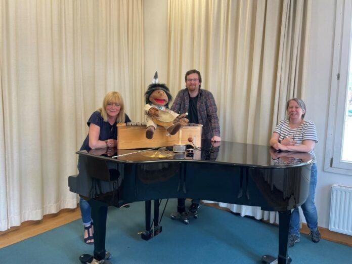 Klavier mit Personen