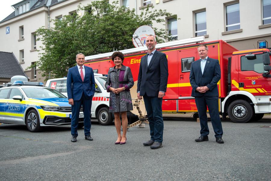 v.l.n.r.: Dr. Walther Pelzer, DLR, Polizeipräsidentin Christiana Berg, Projektverantwortliche Andreas Belitz und Stefan Wächter