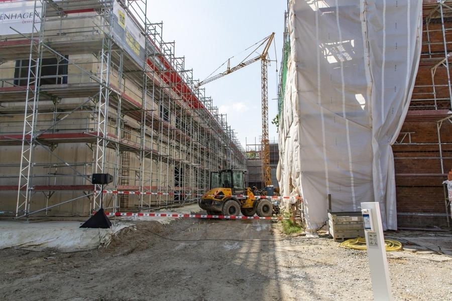 Hermann-Löns-Schule Neubau (li) und Altbau (re.)