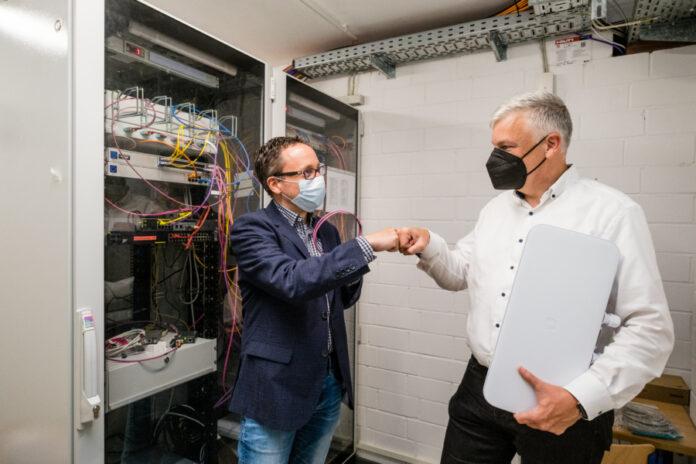 René-Christian Glembotzky, Chief Digital Officer der Stadt Langenhagen und Bürgermeister Mirko Heuer