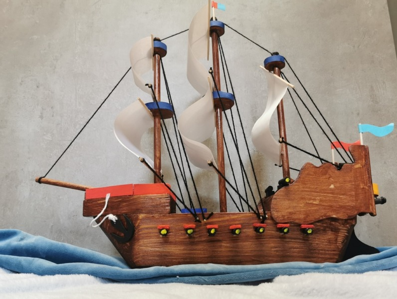Holzschiff Bastelarbeit