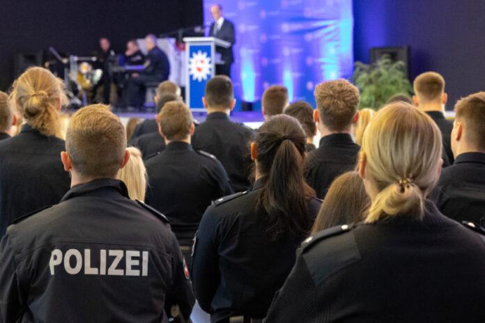 400 Neuzugänge an der Polizeidirektion Hannover offiziell begrüßt.